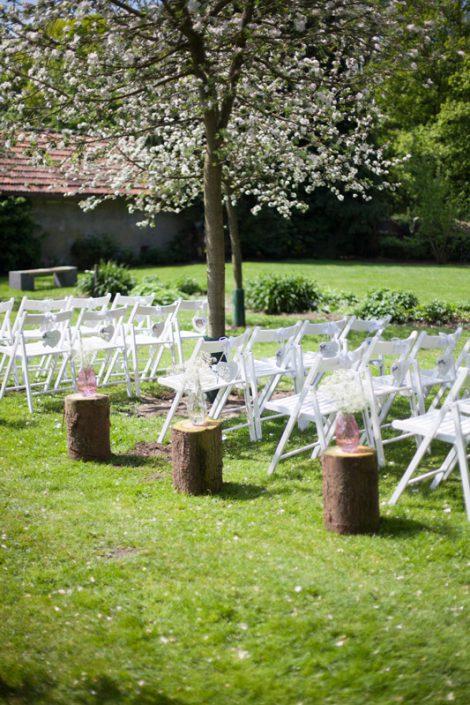 sfeerimpressie feesten bloesem en stoeltjes