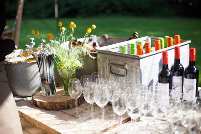 sfeerimpressie feesten tafel met drankjes